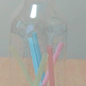 ペットボトルを使って簡単なストロー落とし遊びをしようとしたら、私の設計ミスでやる気喪失⁉(>_<)